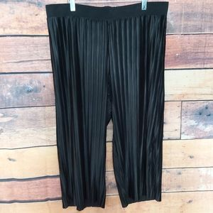 2X light and comfy cropped pants